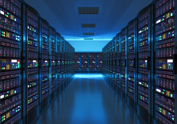 摄图网_现代网络和互联电信技术大数据存储和云计算机服务业概念机室内部蓝光数据中心